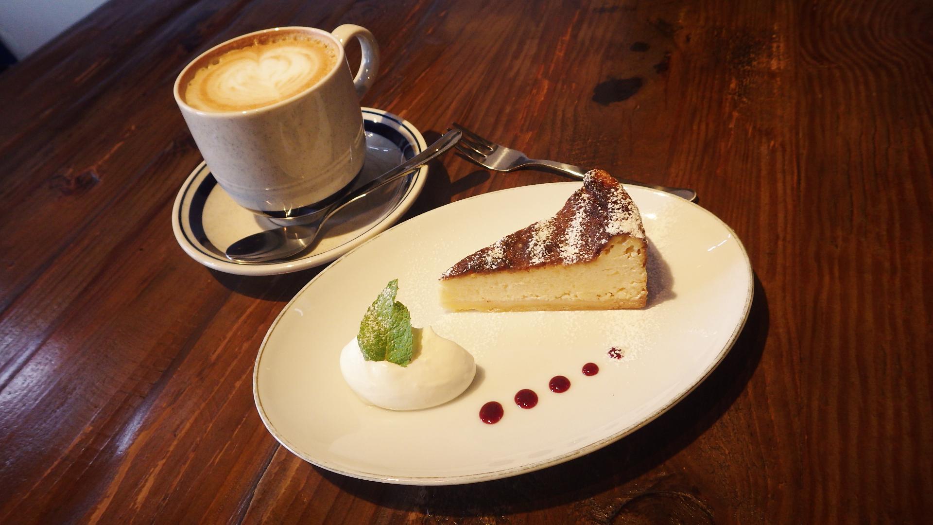 NYチーズケーキとカフェラテ