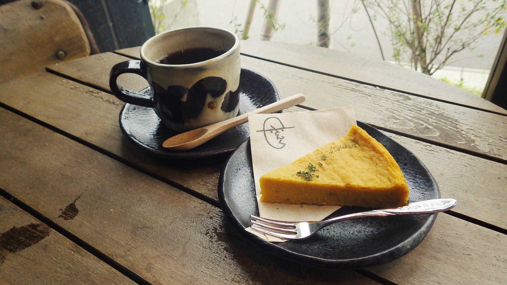 かぼちゃのチーズケーキと有機コーヒー